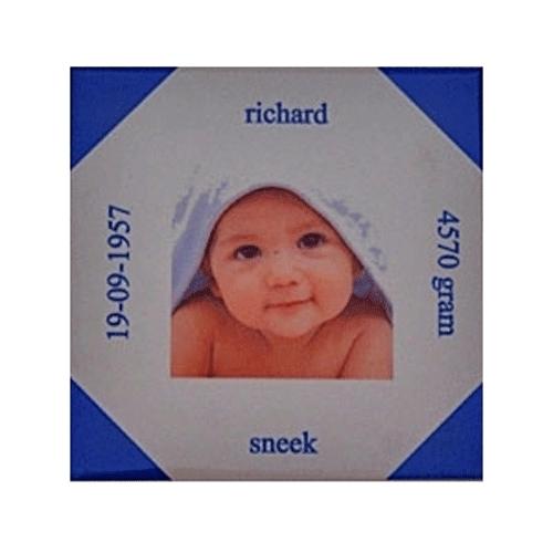 Geboortetegel met foto  en gekleurde hoeken